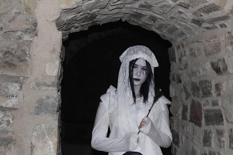 Strašidla v sobotu večer okupovala hrad Hukvaldy.