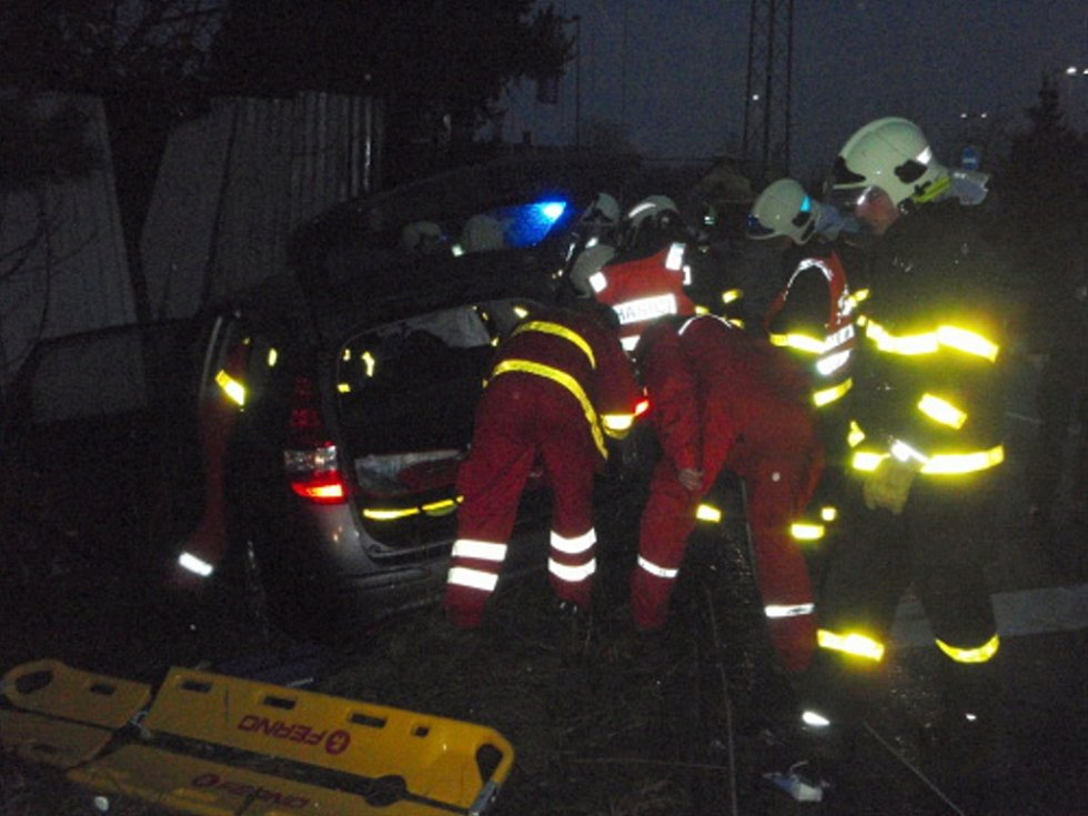 Zásah záchranářů u tragické nehody.