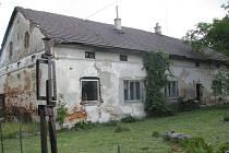 Dům v Sedlištích, v němž žil sochař Emil Adamec, který chce kandidovat na prezidenta.