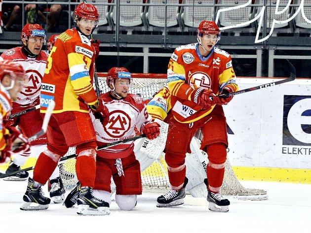 Ještě nejsou na kolenou. Třinec potřebuje dnes porazit Hamar za tři body a dál se uvidí.