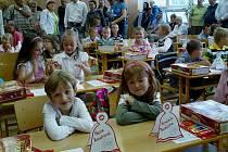 Na 8. ZŠ ve Frýdku-Místku zahájili nový školní rok. Někteří žáčci zasedli poprvé do lavic.
