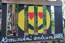 V Třinci na Borku díky komunitní práci vybudovali hřiště či posilovnu