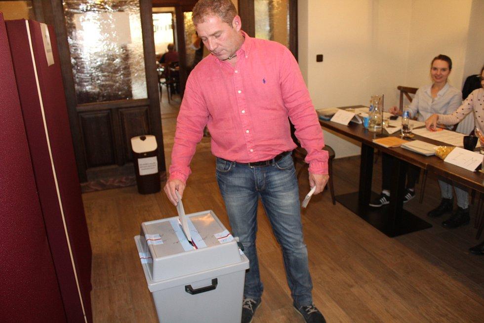 Volby v Kunčickém pivovaru.