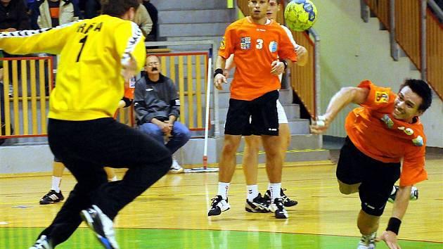 Extraligoví házenkáři Frýdku-Místku podlehli v domácím prostředí mistrovské Karviné o gól.