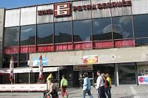 Známá budova místeckého kina hledá budoucí využití.