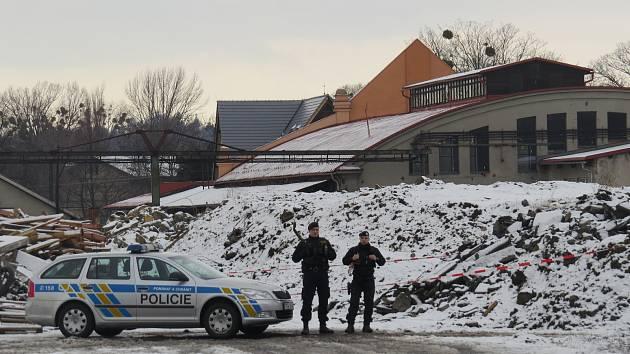 Sklad ve Starém Městě u Frýdku-Místku střeží policisté a hasiči.