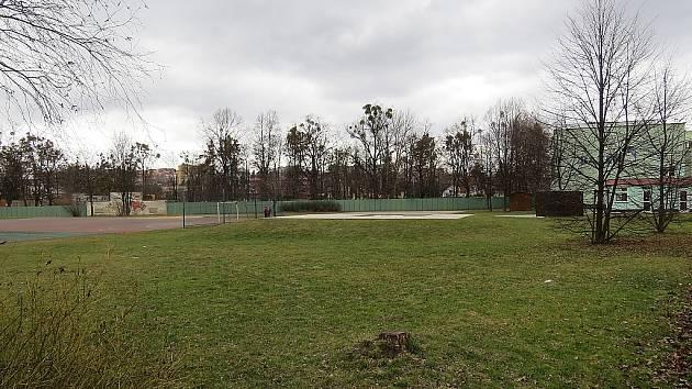 Na pozemku u 11. ZŠ na sídlišti Slezská by měla vyrůst nová sportovní hala. V sousedství bazénu má dojít k zastavění plochy stávajícího školního hřiště.