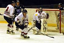 Druholigoví hokejisté Frýdku-Místku zdolali na domácím ledě lídra tabulky z Havířova 3:2.