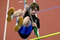Rekonstruovaná tělocvična na Tyršově stadionu v Opavě hostila o minulém víkendu mladé skokany o tyči.