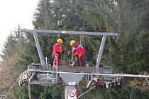 Cvičení záchranářů v beskydském Ski areálu Gruň ve Starých Hamrech.