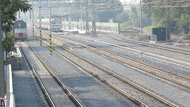 Stavebníci v Bystřici již stihli vyměnit celý železniční svršek, před skončením je i rekonstrukce nádraží.