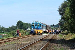 Srážka vlaku s autem v Pržně