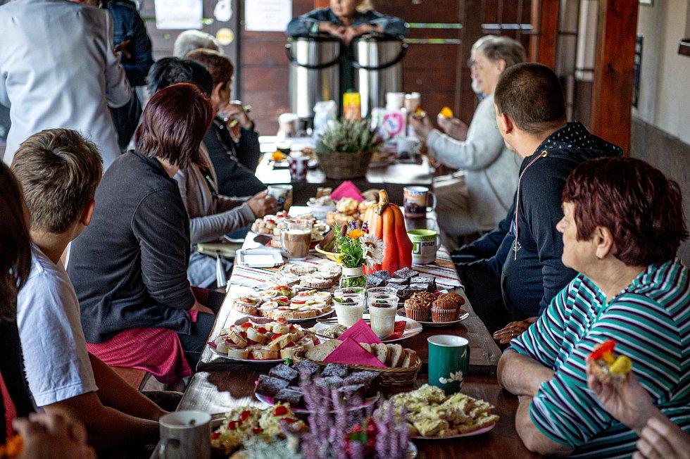 Sousedská snídaně v baru U Emera, 4. září 2021 v Třinci.