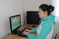 Nikol Kubaláková se při studiu bez počítače neobejde.