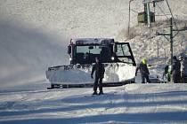 Lyžování v lyžařském areálu v Bílé-Mezivodí.