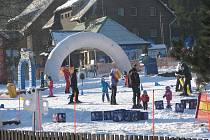 Ski areál Bílá v sobotu oficiálně zahájil novou lyžařskou sezonu.