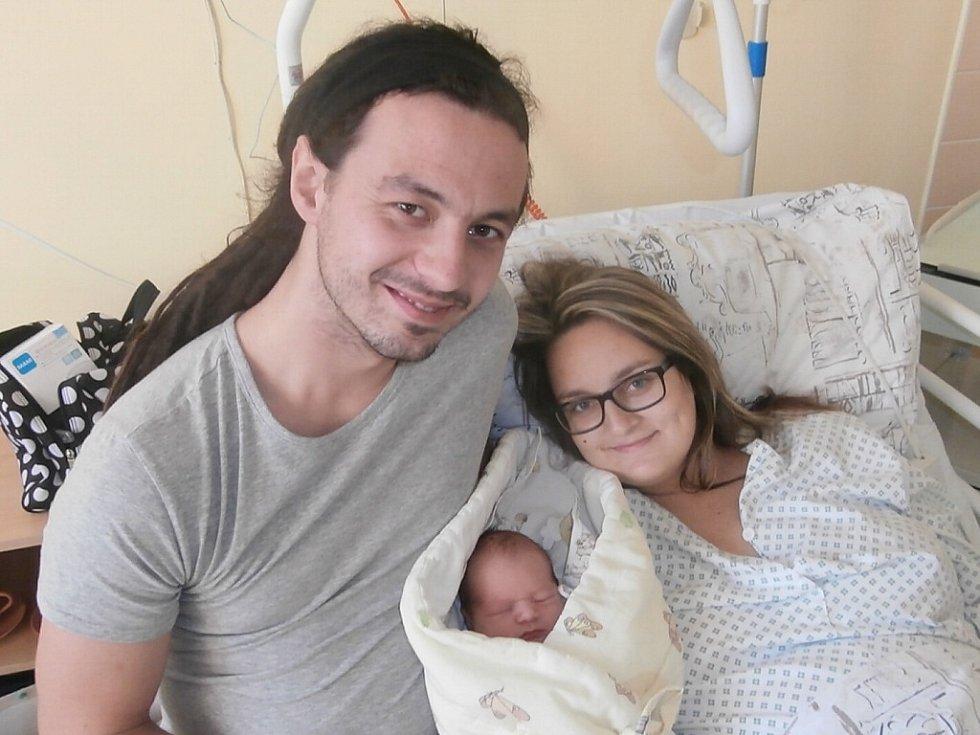 Matěj Špadt s rodiči, Frýdek-Místek, nar. 6. 12., 49 cm, 3,33 kg. Nemocnice ve Frýdku-Místku.