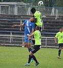 Fotbalisté Frýdku-Místku (v modrém) remizovali v domácím prostředí s Vítkovicemi 2:2.