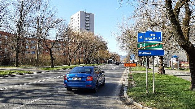 Kvůli uzavírce části dálnice uFrýdku-Místku, musí řidiči přes Místek po objízdné trase.