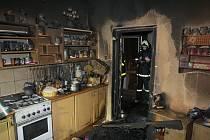 Pět hasičských jednotek zasahovalo v úterý 26. února před půl devátou večer při požáru v rodinném domku v Dobré.