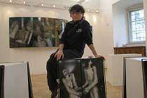 Více než dvacetiletou tvorbu Evy Kučerové-Landsbergrové (na snímku) z Frýdku-Místku v oblasti průmyslového smaltu představí sedmé trienále smaltu ve frýdecko-místeckém Muzeu Beskyd.