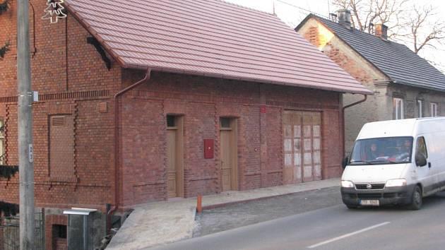 Zbrojnice v Bruzovicích má po rekonstrukci. Nyní ještě dostane nová vrata.