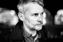 Petr Borkovec je básník, prozaik a překladatel držitel Ceny Jiřího Ortena či německé Ceny Huberta Burdy.