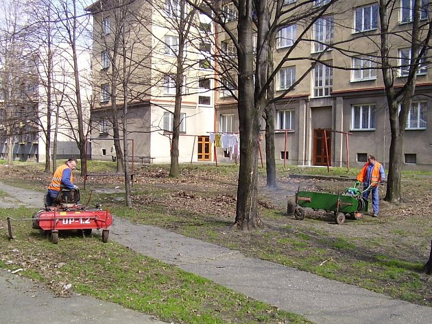Pracovní čety frýdecko-místeckých technických služeb.