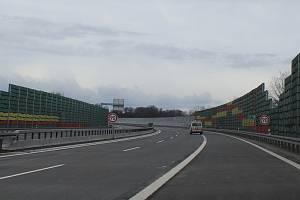 Obchvat Třince je silnicí pro motorová vozidla, platí tam ale omezení rychlosti na 90 kilometrů v hodině.