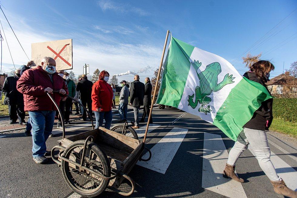 V Žabni se uskutečnila 19. listopadu 2020 protestní akce za zrušení dálničního poplatku na silnici D56 mezi Frýdkem-Místkem a Ostravou.
