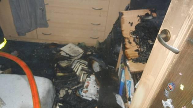 Následky bytového požáru v Třinci.