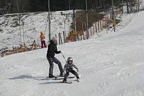 Jarní prázdniny lákají lyžaře do Mostů u Jablunkova.