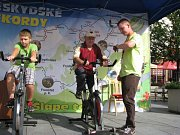 Ve Frýdku-Místku se v sobotu 21. srpna pokoušeli o rekord ve skládání maxi puzzle štafetovým způsobem.
