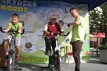 Pokus o rekord v jízdě na spinningovém kole.