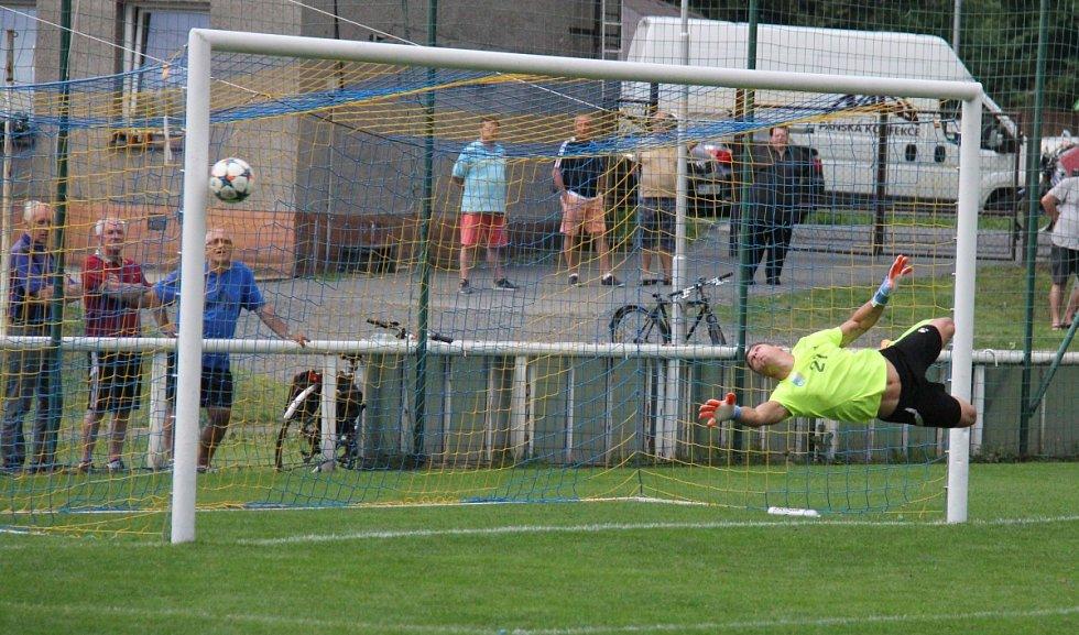 Divizní fotbalisté Frýdlantu propásli v domácím duelu s Petrovicemi dvoubrankový náskok a zápas nakonec remizovali 2:2.