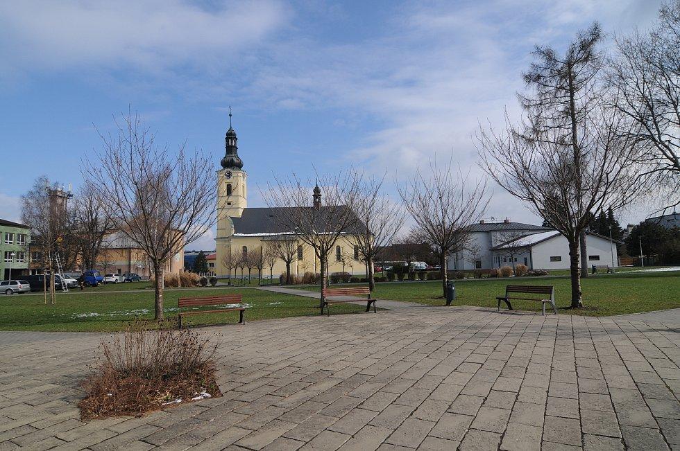 Centrum obce s dominantou v podobě kostela sv. Jiří.