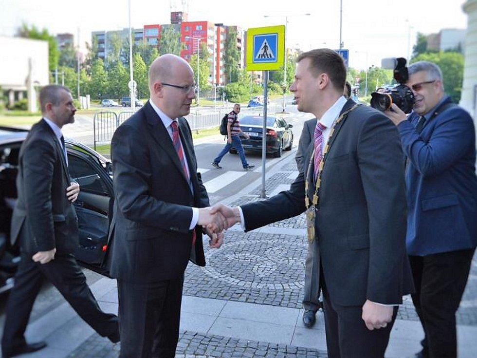 Premiér Bohuslav Sobotka při návštěvě Frýdku-Místku.