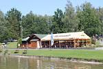 Přehrada Baška se před tropickým víkendem plní návštěvníky.