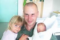 Martin Giel zachycen tento týden ve frýdecko-místecké porodnici s dcerou Lucií a narozeným synem Vojtěchem.