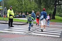 Městská policie Třinec dohlíží na přechody u škol.