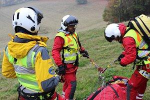 Výcvik leteckých záchranářů v Beskydech.