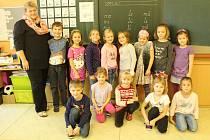 Snímky zachycují prvňáčky ze základní školy v Dobraticích. Třídní učitelkou je Ivana Ďugová.
