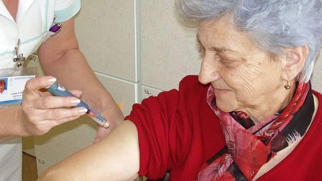S novým inzulinovým perem je velmi spokojena i Ludmila Buryanová.