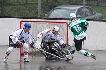 Třinecký brankář Lukáš Heczko (uprostřed) získal na MS hokejbalistů v Bratislavě zlatou medaili.