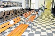 Lavičky si můžou zájemci vyzkoušet a ohodnotit v budově frýdeckého magistrátu před velkou zasedací síní.
