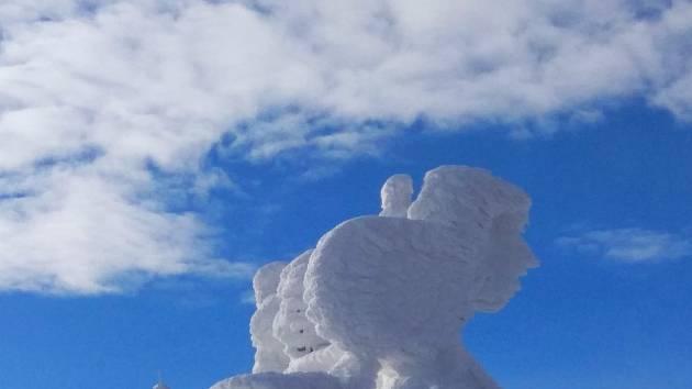 Sněhová skulptura na Lysé hoře.