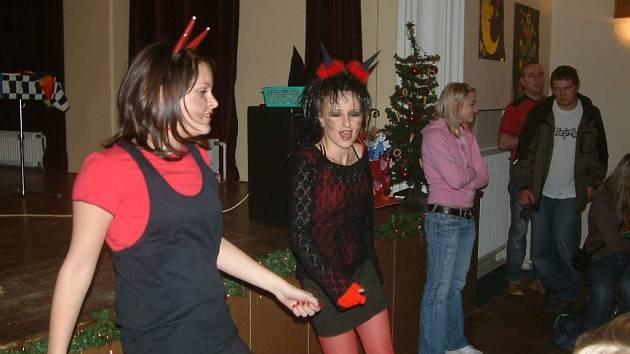 Čertice Berta a Merta při tanci.