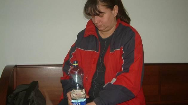PAVLÍNA GOMOLOVÁ čeká na rozsudek soudu. Matka tří dětí tvrdí, že jí v těhotenství otec vyhrožoval smrtí. V případu, kdy invalidnímu muži nechala odpojit elektřinu, ale nevypovídala.
