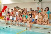 Účastníci plaveckých závodů ve Frýdku-Místku.