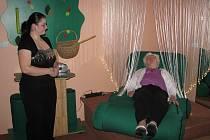 Ve Frýdecko-místeckém denním centru pro seniory Domovinka slavnostně uvedli do provozu novou multismyslovou relaxační místnost Snoezelen.